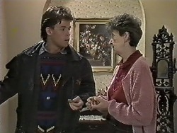 Mike Young, Nell Mangel in Neighbours Episode 0614