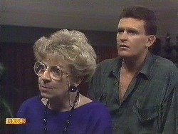 Eileen Clarke, Des Clarke in Neighbours Episode 0616