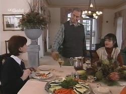 Karen Munro, Martin Munro, Susan Kennedy in Neighbours Episode 2692