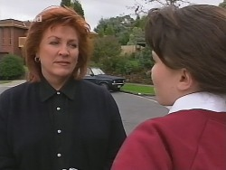 Cheryl Stark, Libby Kennedy in Neighbours Episode 2702