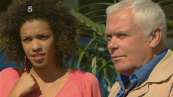 Juanita Gonzales, Lou Carpenter in Neighbours Episode 6180