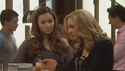 Jade Mitchell, Nikki Mays in Neighbours Episode 6181
