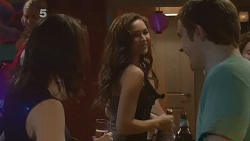 Kate Ramsay, Jade Mitchell, Kyle Canning in Neighbours Episode 6182