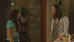 Sophie Ramsay, Kate Ramsay in Neighbours Episode 6184