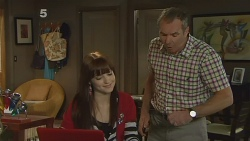 Summer Hoyland, Karl Kennedy in Neighbours Episode 6185