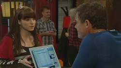 Summer Hoyland, Paul Robinson in Neighbours Episode 6185