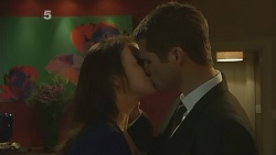 Kate Ramsay, Mark Brennan in Neighbours Episode 6188