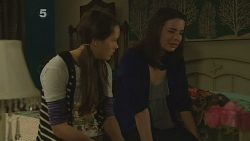 Sophie Ramsay, Kate Ramsay in Neighbours Episode 6188