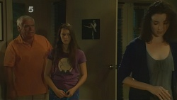 Lou Carpenter, Sophie Ramsay, Kate Ramsay in Neighbours Episode 6189
