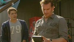 Chris Pappas, Lucas Fitzgerald in Neighbours Episode 6190