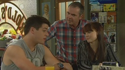 Chris Pappas, Karl Kennedy, Summer Hoyland in Neighbours Episode 6191