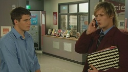 Chris Pappas, Andrew Robinson in Neighbours Episode 6194