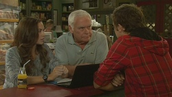 Jade Mitchell, Lou Carpenter, Kyle Canning in Neighbours Episode 6196