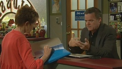 Susan Kennedy, Paul Robinson in Neighbours Episode 6197