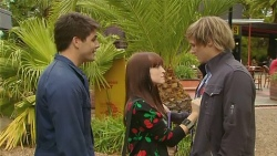 Chris Pappas, Summer Hoyland, Andrew Robinson in Neighbours Episode 6204