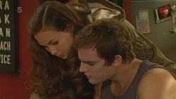 Jade Mitchell, Kyle Canning in Neighbours Episode 6211