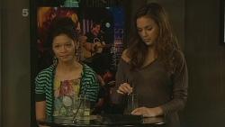 Michelle Tran, Jade Mitchell in Neighbours Episode 6215