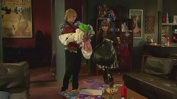 Andrew Robinson, Summer Hoyland in Neighbours Episode 6225