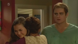 Jade Mitchell, Michelle Tran, Kyle Canning in Neighbours Episode 6231