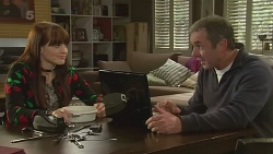 Summer Hoyland, Karl Kennedy in Neighbours Episode 6237