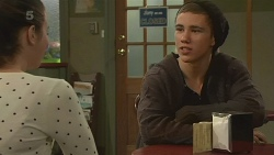 Kate Ramsay, Noah Parkin in Neighbours Episode 6244