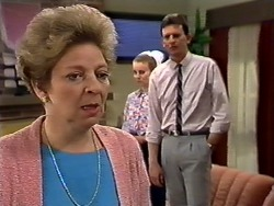 Eileen Clarke, Sally Wells, Des Clarke in Neighbours Episode 0620