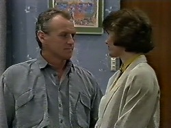 Jim Robinson, Beverly Marshall in Neighbours Episode 0625