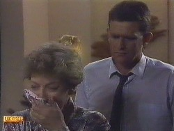 Eileen Clarke, Des Clarke in Neighbours Episode 0628