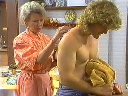 Helen Daniels, Henry Ramsay in Neighbours Episode 0638