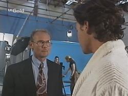 Peter Lenten, Sam Kratz in Neighbours Episode 2576