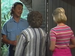 Courier, Marlene Kratz, Joanna Hartman in Neighbours Episode 2578