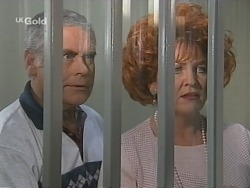Lou Carpenter, Cheryl Stark in Neighbours Episode 2579