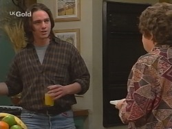 Darren Stark, Marlene Kratz in Neighbours Episode 2732