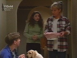 Lance Wilkinson, Puppy, Hannah Martin, Ruth Wilkinson in Neighbours Episode 2739