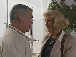 Lou Carpenter, Madge Bishop in Neighbours Episode 2739
