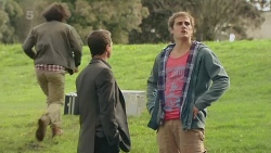 Paul Robinson, Kyle Canning in Neighbours Episode 6253