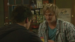 Chris Pappas, Andrew Robinson in Neighbours Episode 6264