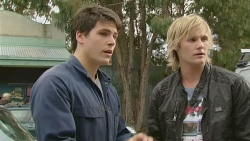 Chris Pappas, Andrew Robinson in Neighbours Episode 6270