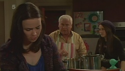 Kate Ramsay, Lou Carpenter, Sophie Ramsay in Neighbours Episode 6272