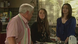 Lou Carpenter, Sophie Ramsay, Kate Ramsay in Neighbours Episode 6272