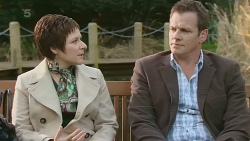 Dr Amy Holdsworth, Michael Williams in Neighbours Episode 6274