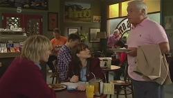 Andrew Robinson, Summer Hoyland, Lou Carpenter in Neighbours Episode 6277