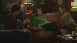 Susan Kennedy, Callum Jones, Kate Ramsay, Sonya Mitchell in Neighbours Episode 6279
