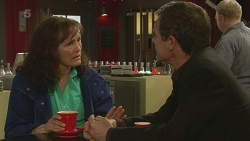 Lorraine Dowski, Paul Robinson in Neighbours Episode 6289