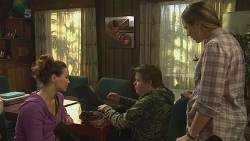 Jade Mitchell, Callum Jones, Sonya Mitchell in Neighbours Episode 6291