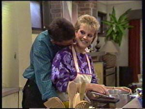 Des Clarke, Daphne Clarke in Neighbours Episode 0306
