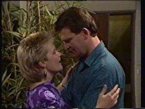 Daphne Clarke, Des Clarke in Neighbours Episode 0306