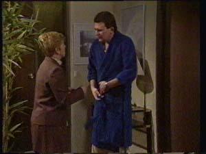 Eileen Clarke, Des Clarke in Neighbours Episode 0306