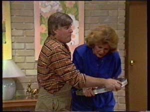 Madge Bishop, Tom Ramsay in Neighbours Episode 0307