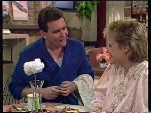 Des Clarke, Daphne Clarke in Neighbours Episode 0307